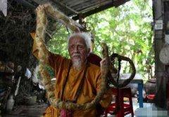 越南92岁大爷80年未剪头发,神的旨意头发剪掉就会死