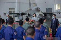 蔡英文喊话岛内年轻人上战场,引发大量台湾人的共鸣